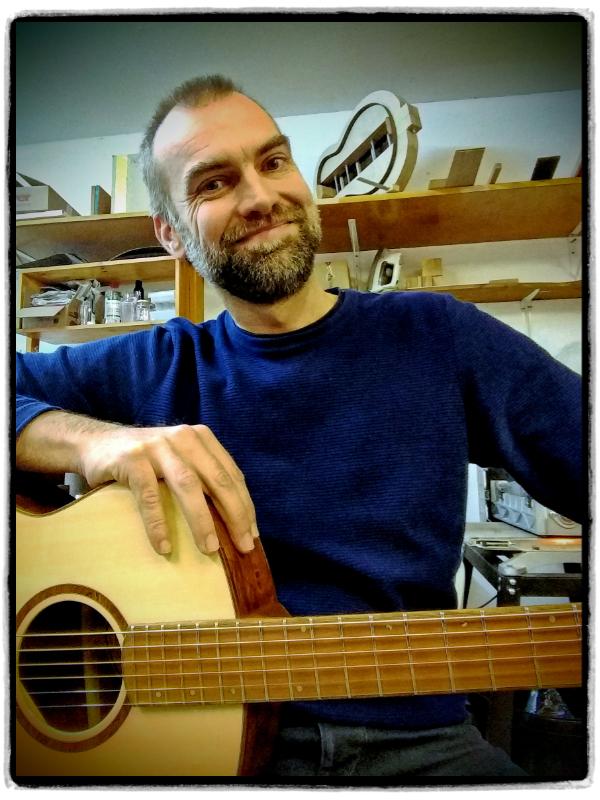 Portrait - Mathieu Wateau - Gitarrenbauer