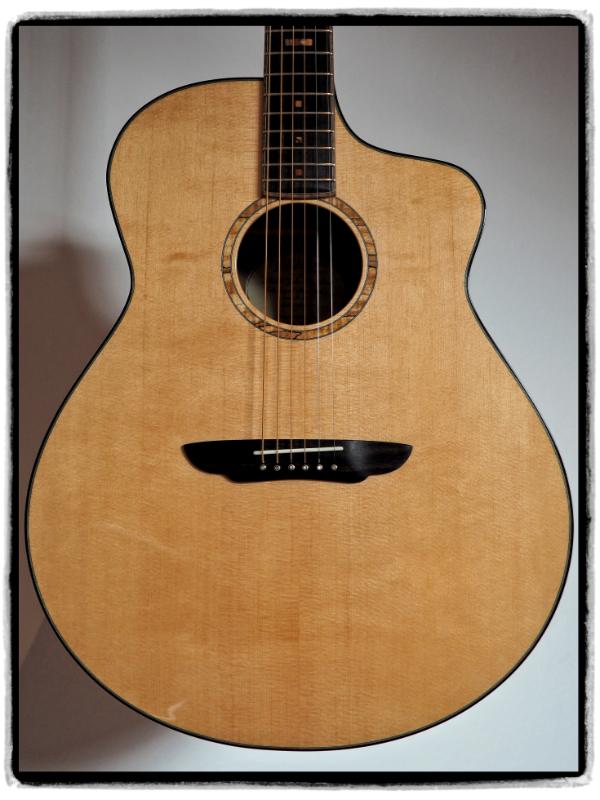 Jumbo Gitarre - Big Wave Modell - Sitka Fichte Decke